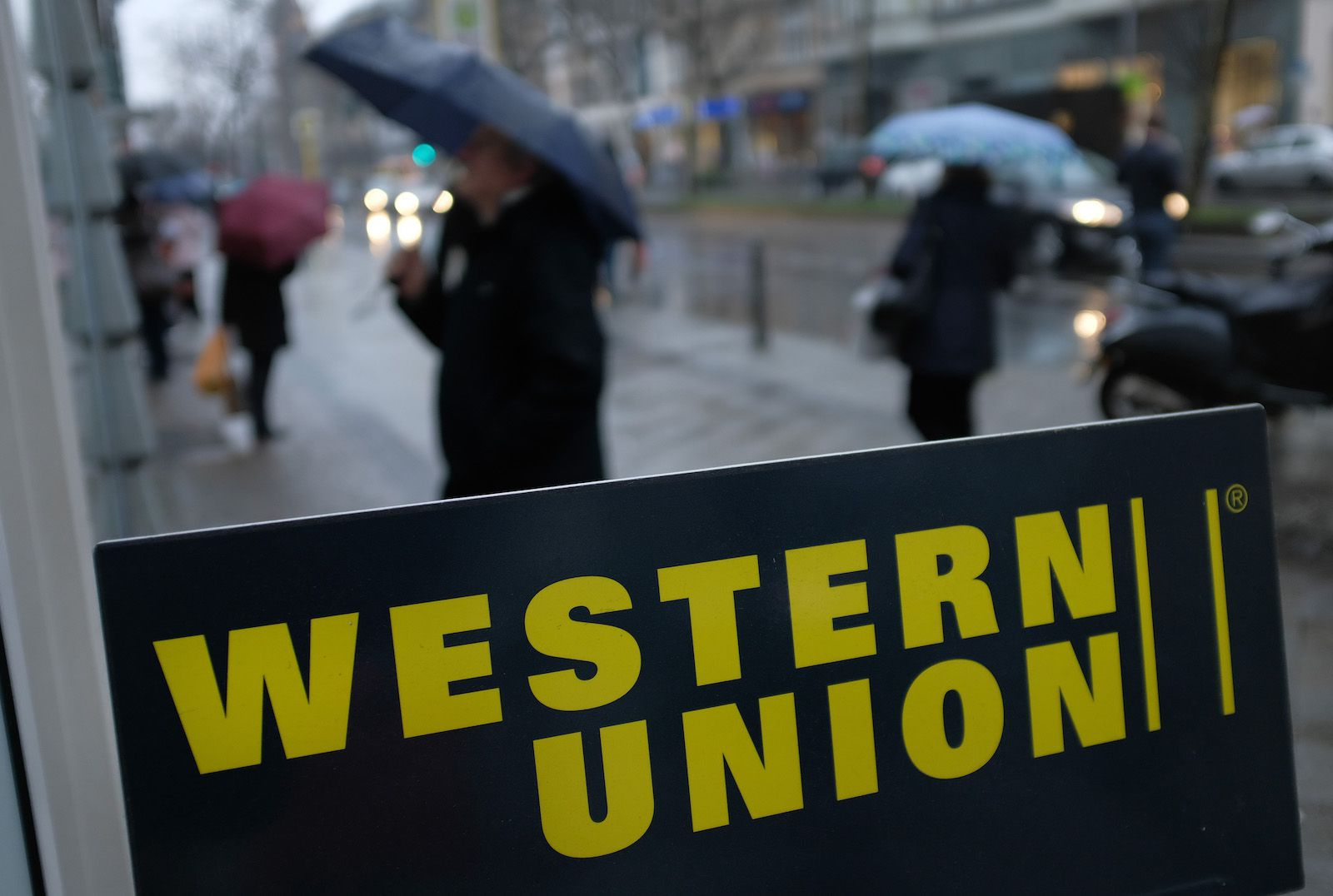Facebook's Novi, Strike's Bitcoin App Spell Trouble for Western Union, Analyst Says