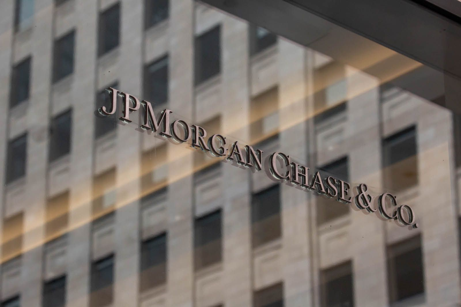 JPMorgan Says Institutional Investors Are Replacing Gold With Bitcoinon October 8, 2021 at 2:42 pm